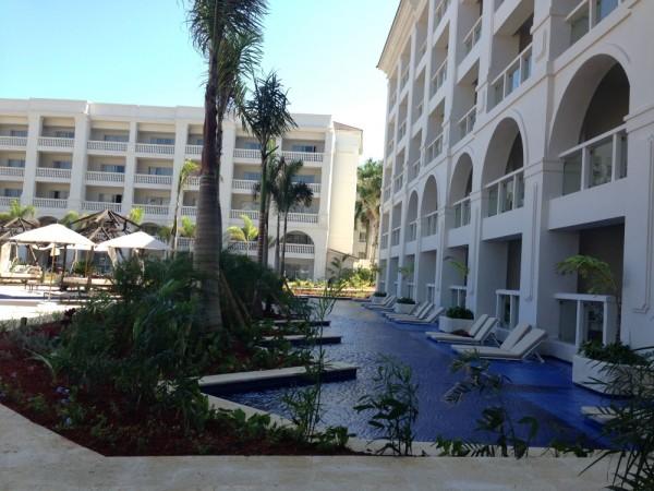 zilara swim up suites